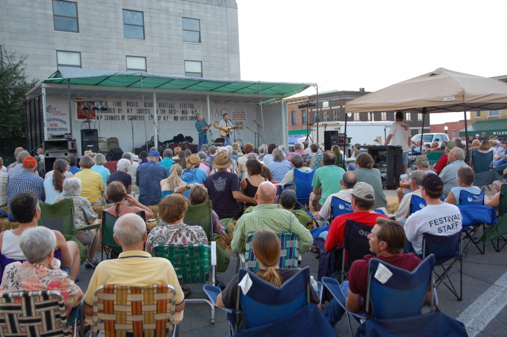 2009 Festival - Main Stage Audience (8)